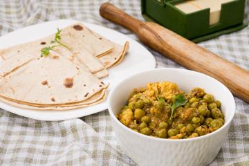 Gobi matar masala with baked chapatis %284%29