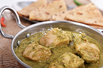 Lababdar saag murgh with chapatis %284